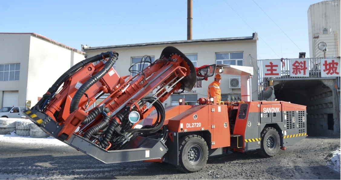 Mechanised cut and fill mining operation